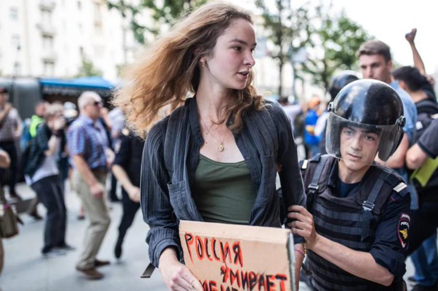 Собянин чмо поблагодарил полицейских за спасение Москвы от вооруженных до зубов приезжих!