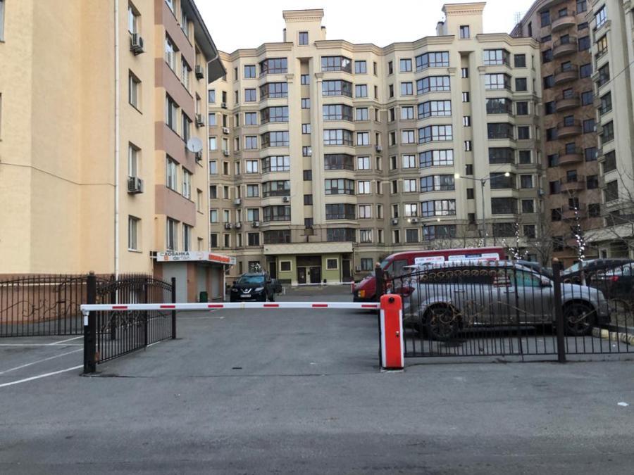 Живущая на пособие по безработице Марина Корниенко купила за год 2 квартиры, 3 машины и дом